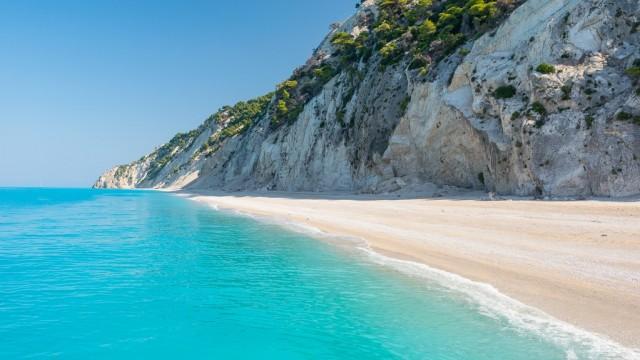 Пляж Egremni