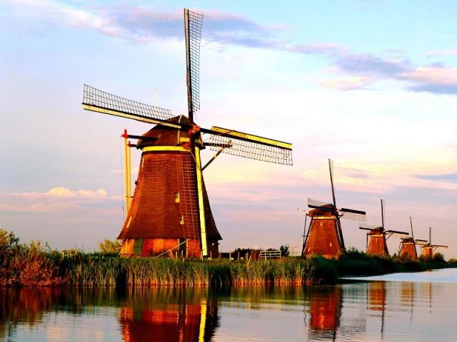 Kinderdijk-%E2%80%93-The-Largest-Concent
